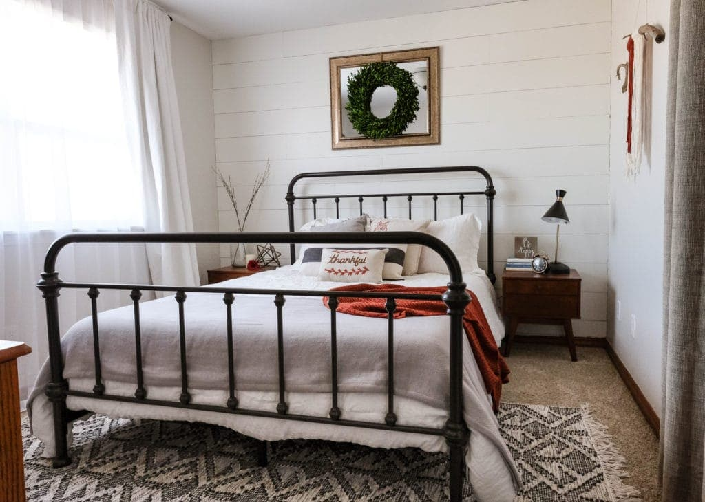 How to style a modern farmhouse guest bedroom for Farmhouse guest bedroom