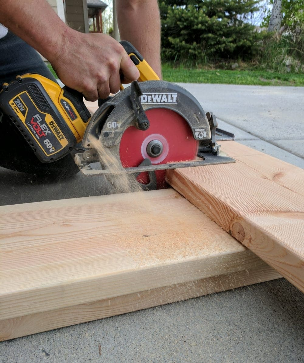 Using a Dewalt Flexvolt circular saw to cut lumber