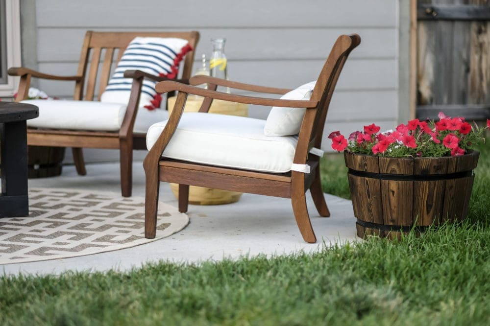 outdoor patio makeover with wooden lawn chairs