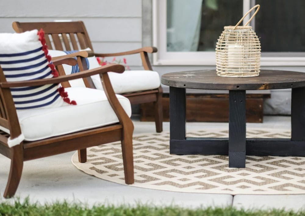 outdoor patio using an outdoor rug from amazon