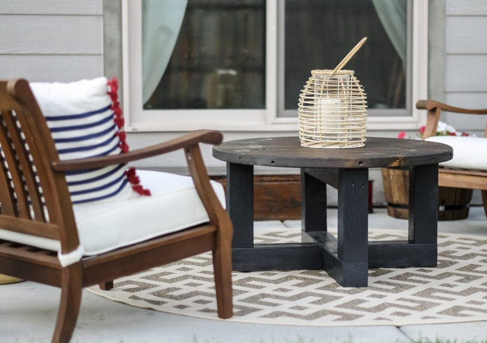 outdoor patio makeover with a DIY coffee table