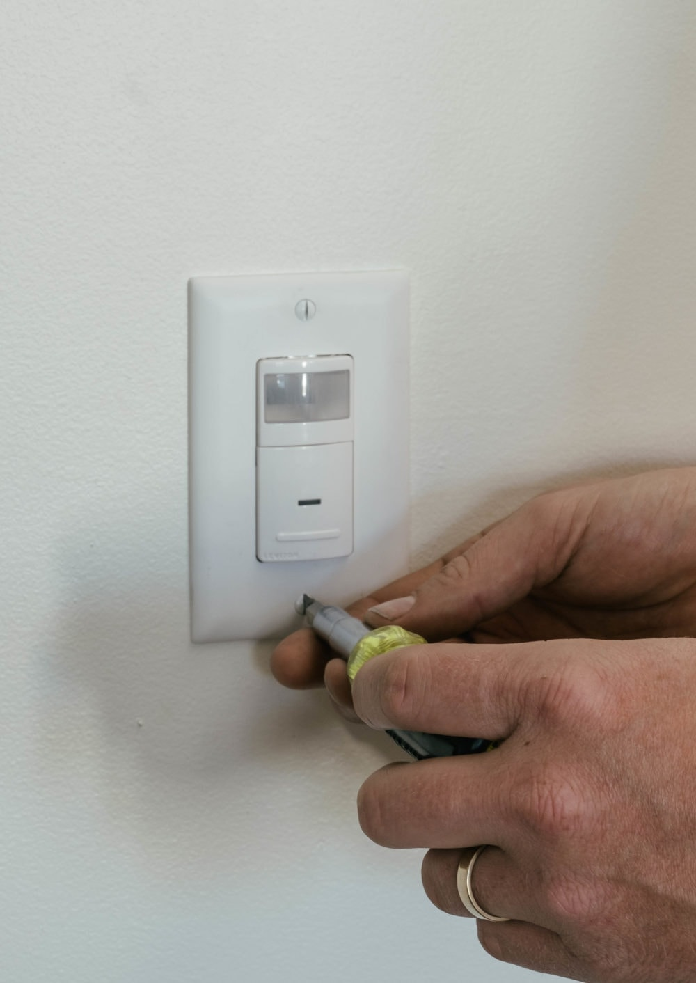 Installing an smart occupancy sensor for use in a Smart Lighting system