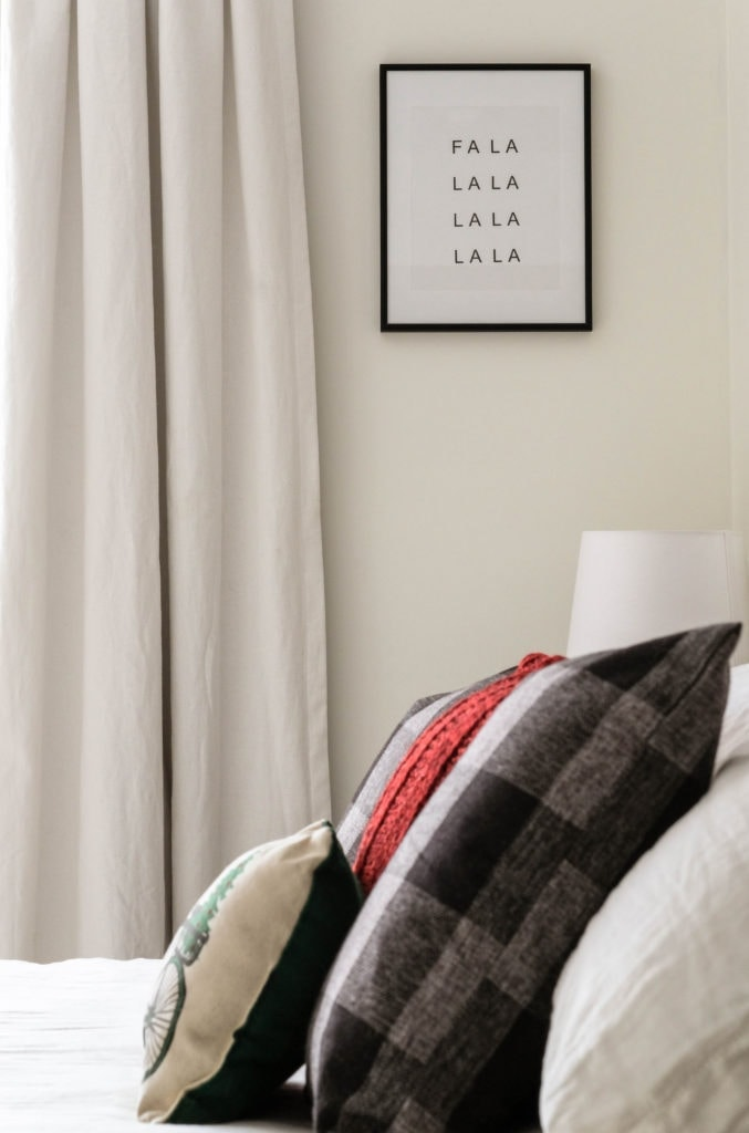 "Christmas bedroom ideas using a free printable that reads: ""FA LA LA LA LA LA LA LA LA"""