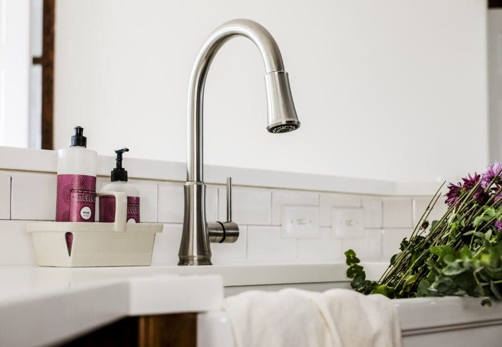 Pfisher pull down faucet over a white farmhouse sink