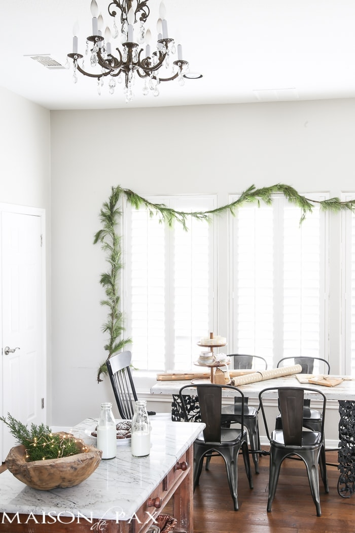 minimalist chritmas decorations using real garland