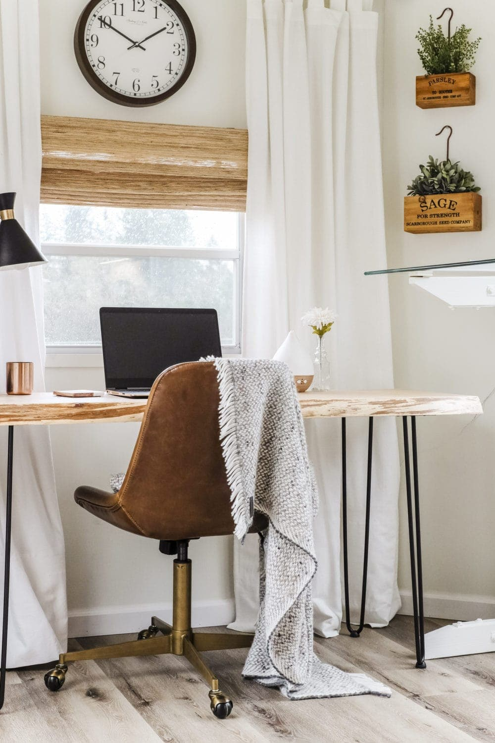 small home office inspiration with leather chair and live edge desk
