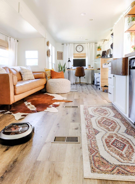 Samsung POWERbot pet plus vacuuming hardwood floors