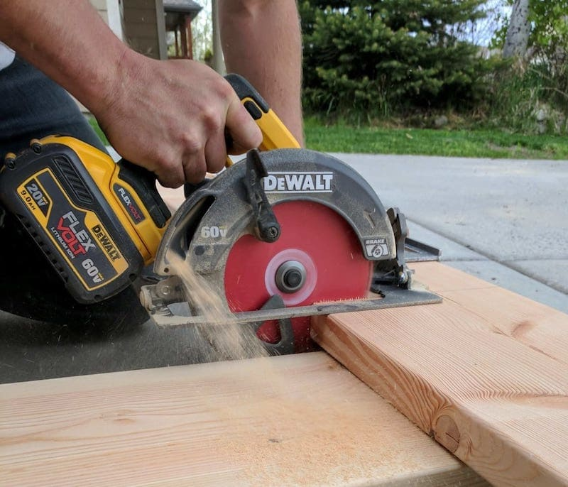 Cutting a board with the Dewalt FlexVolt Circular Saw